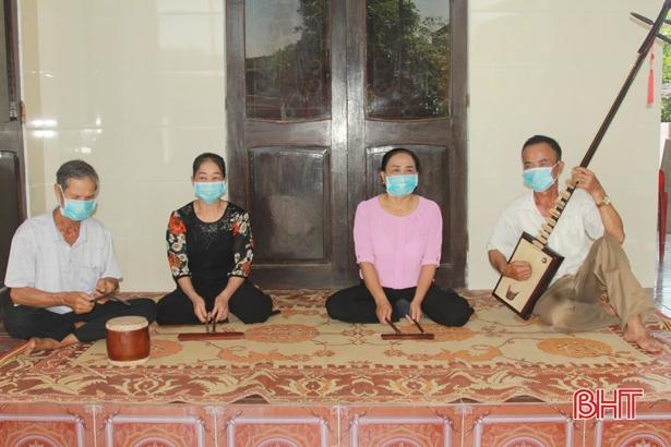 """Người dân """"miền đất hát"""" Hà Tĩnh quyết tâm lưu giữ văn hóa truyền thống"""