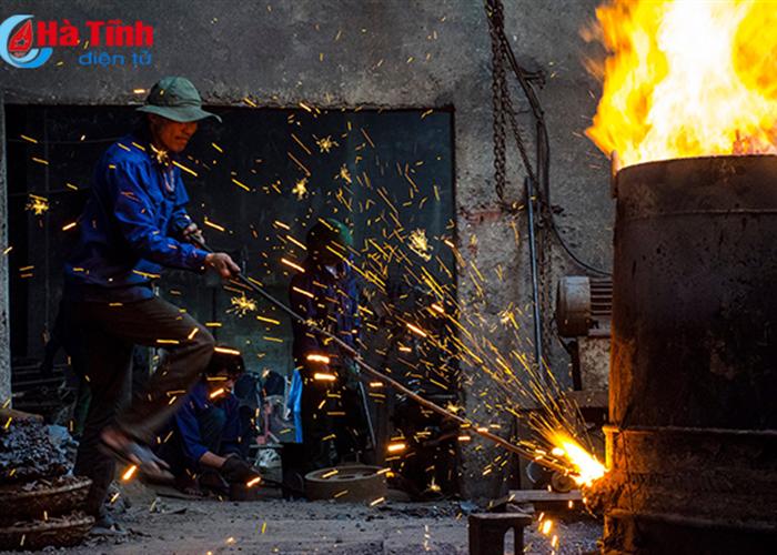 Những khoảnh khắc thăng hoa của thợ rèn Trung Lương