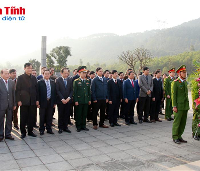 Bí thư Tỉnh ủy dâng hương cố Tổng Bí thư Hà Huy Tập và Đại tướng Võ Nguyên Giáp