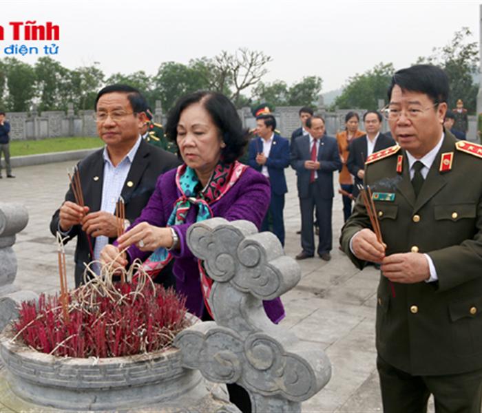 Trưởng ban Dân vận Trung ương dâng hương tưởng niệm các cố Tổng Bí thư Trần Phú, Hà Huy Tập