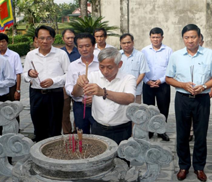 Tổ chức dâng hương tưởng niệm 198 năm ngày mất Đại thi hào Nguyễn Du
