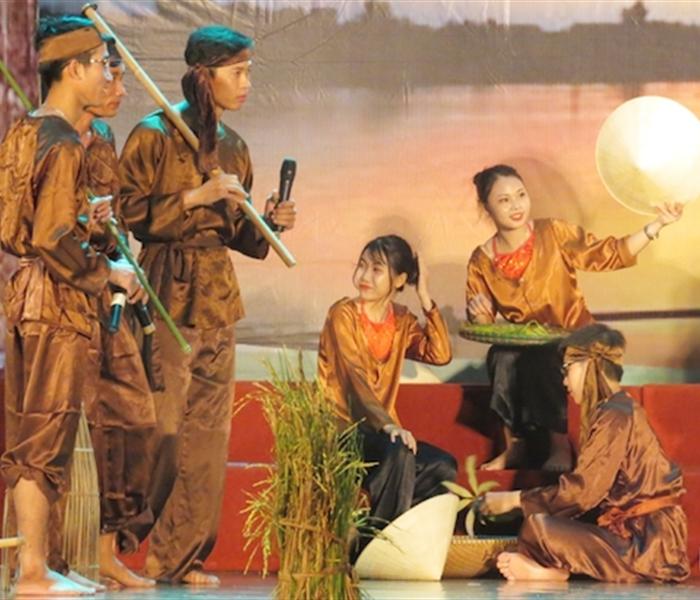 Trao truyền giá trị di sản văn hóa quê hương cho thế hệ trẻ Hà Tĩnh